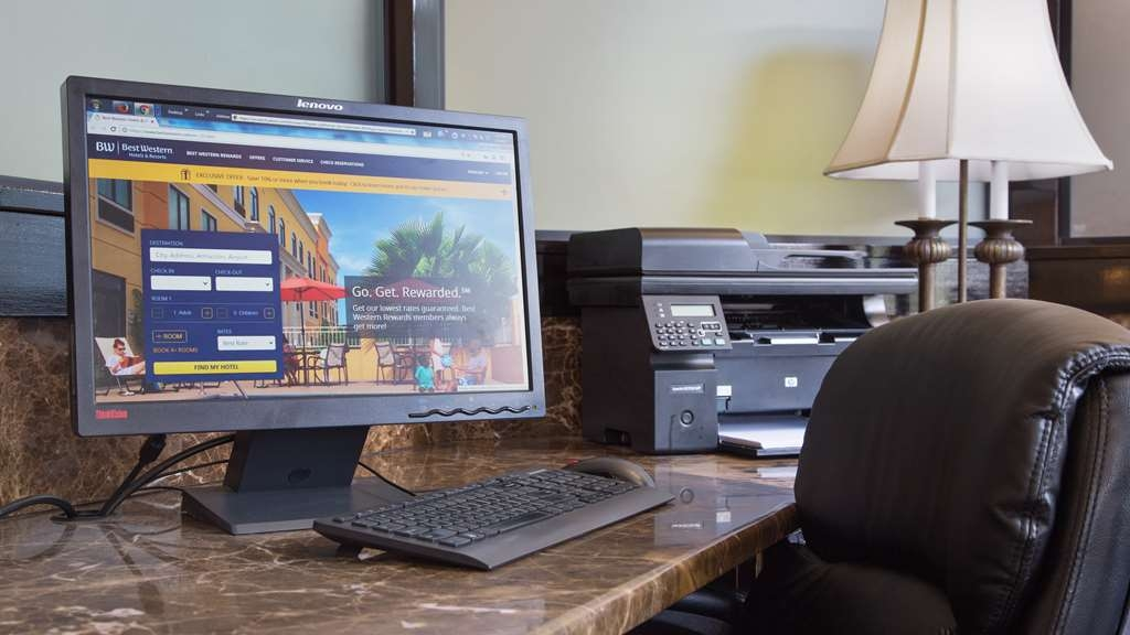 Best Western Plus French Quarter Landmark Hotel - Keep connected with your loved ones in our business center.