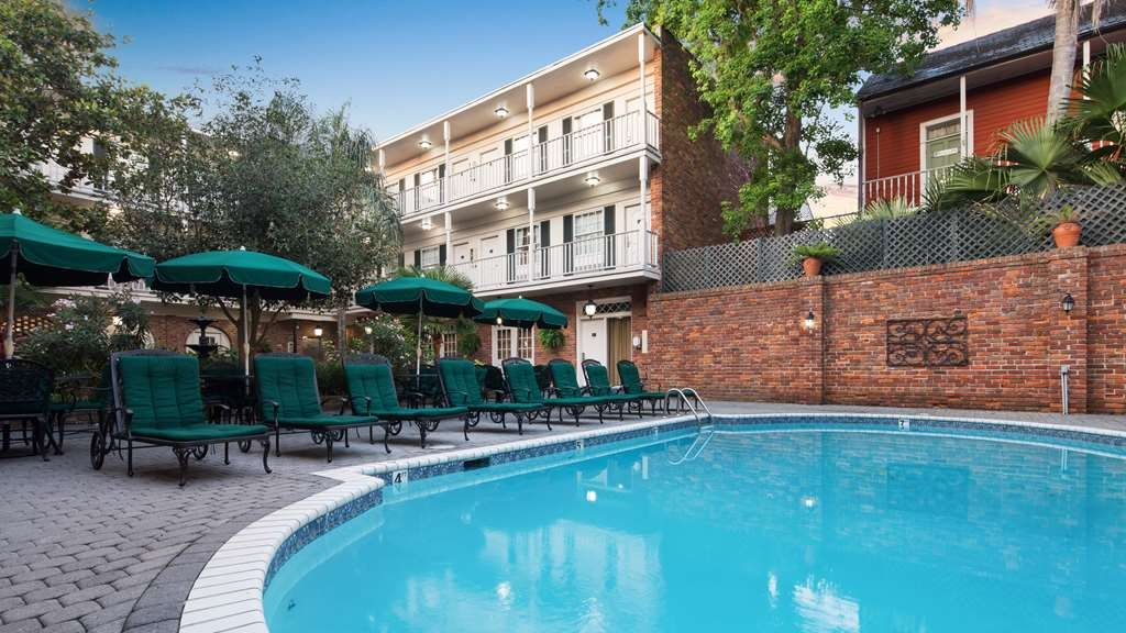 Best Western Plus French Quarter Landmark Hotel - Splash around and have fun with the family in our outdoor pool for endless hours of fun.