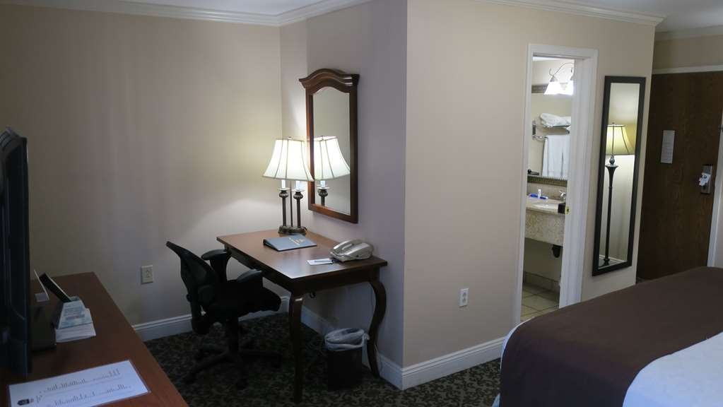 Best Western Plus French Quarter Landmark Hotel - Use this workspace even away from the office.
