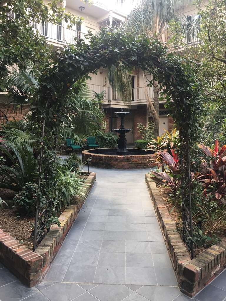 Best Western Plus French Quarter Landmark Hotel - Enjoy our Tropical Paradise.
