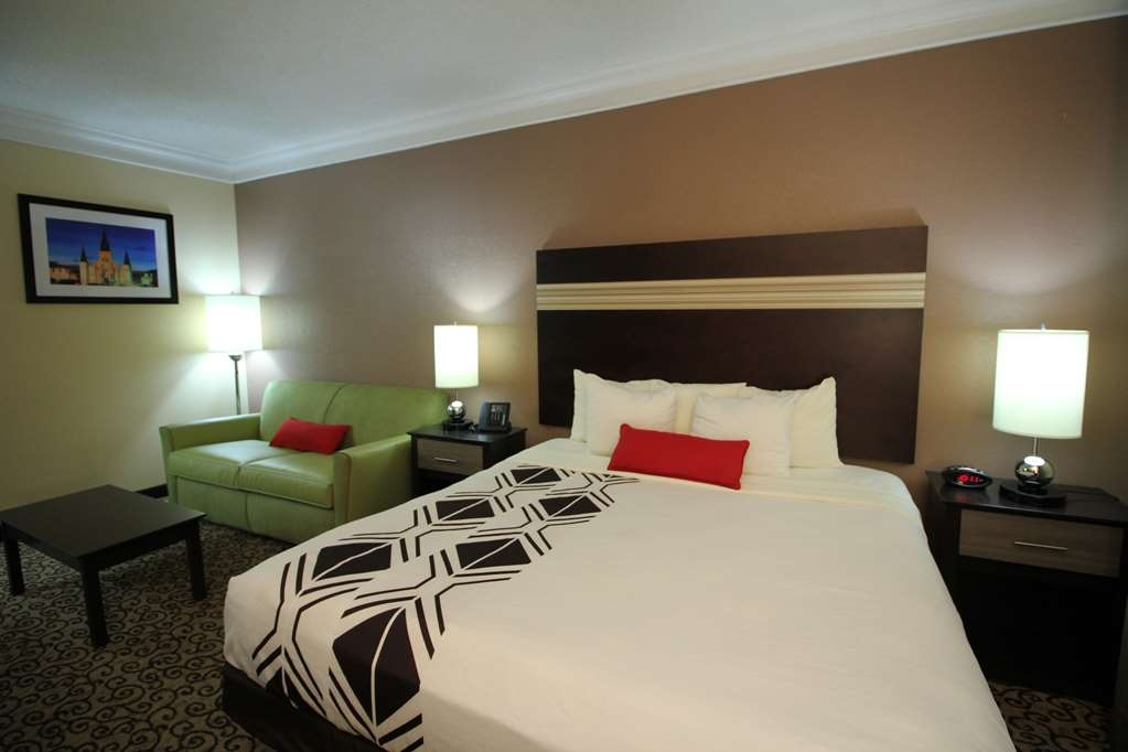 Best Western Plus Slidell Hotel - King Executive room, sofa bed, high-speed Internet, flat panel TV, microwave, refrigerator and in-room safe are just some of our amenities.