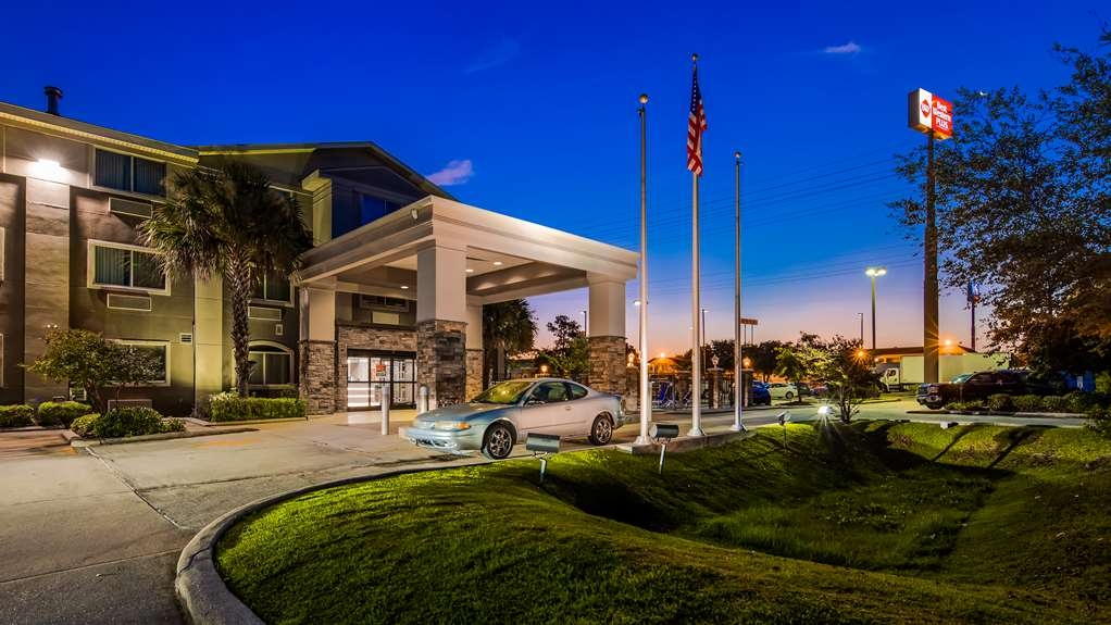 Best Western Plus Slidell Hotel - Free hot breakfast buffet, wi-fi and parking, sparkling salt water pool and fitness room. Located only 25 minutes from the heart of New Orleans.