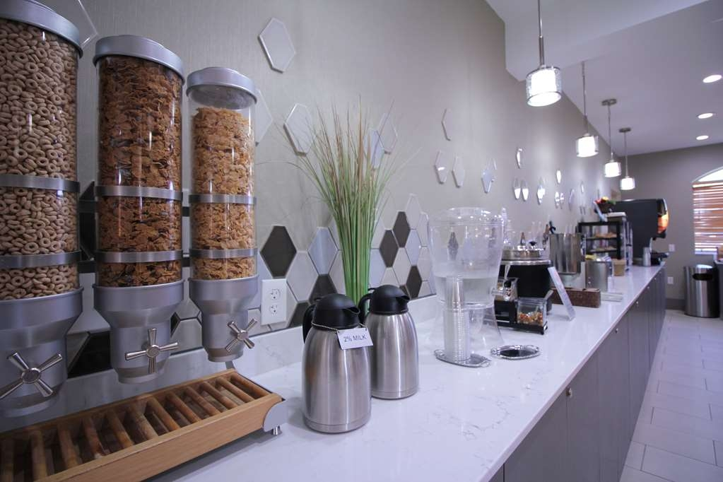 Best Western Plus Slidell Hotel - Enjoy the new look of our breakfast area.