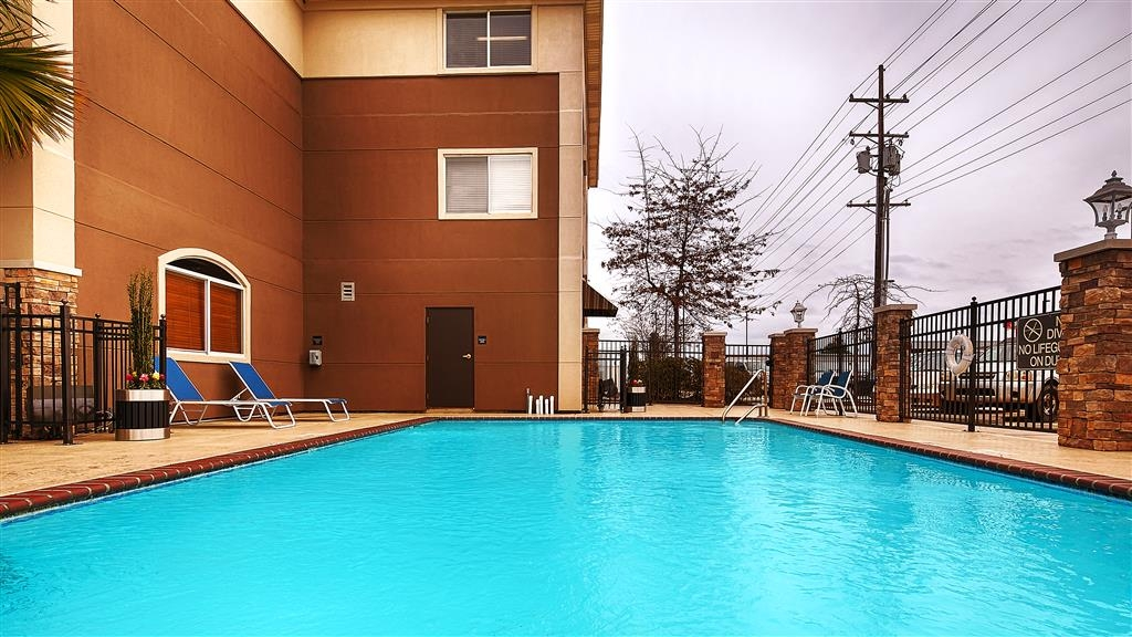 Best Western Plus Slidell Hotel - An outdoor saltwater pool, fitness facility and guest laundry are just some of our facilities.