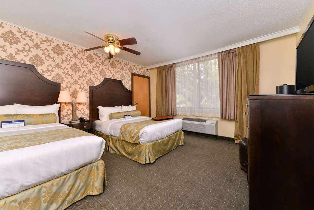 Best Western Plus St. Charles Inn - Double Room with a view of St. Charles Avenue