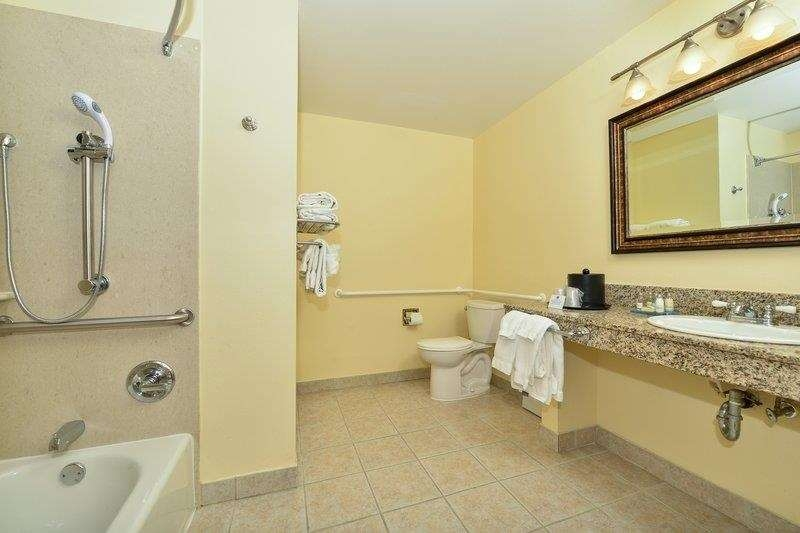 Best Western Plus St. Charles Inn - Mobility Accessible Bathroom
