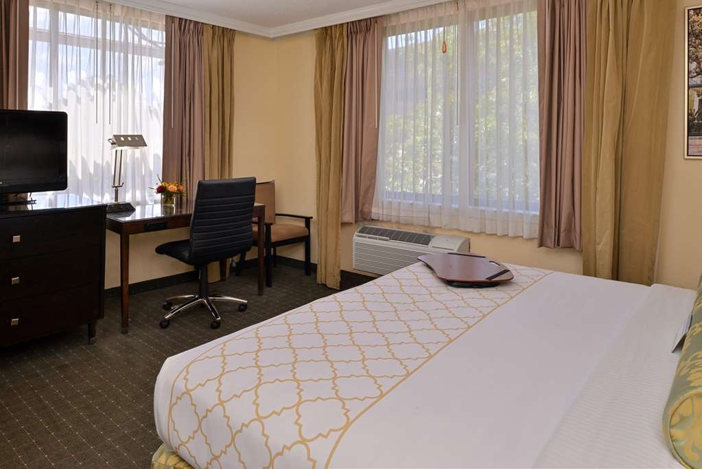 Best Western Plus St. Charles Inn - King Mobility Accessible Room