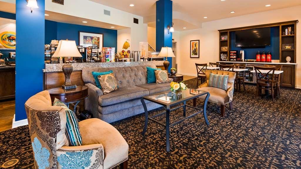 Best Western Plus St. Charles Inn - Vista del vestíbulo