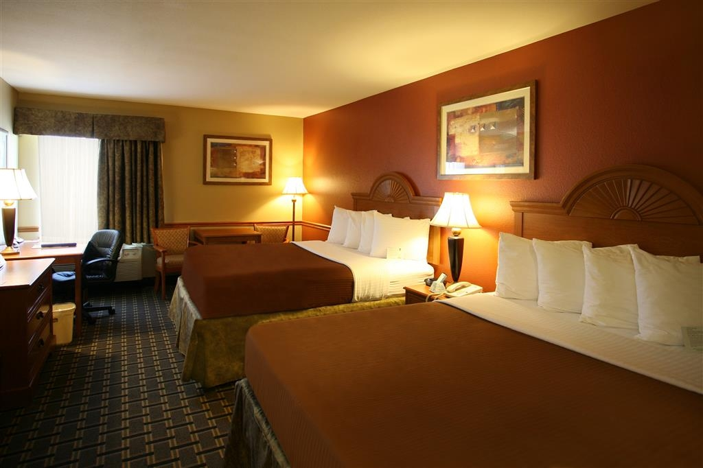 Best Western Zachary Inn - Traveling with a friend or family? Ask about our spacious double rooms.