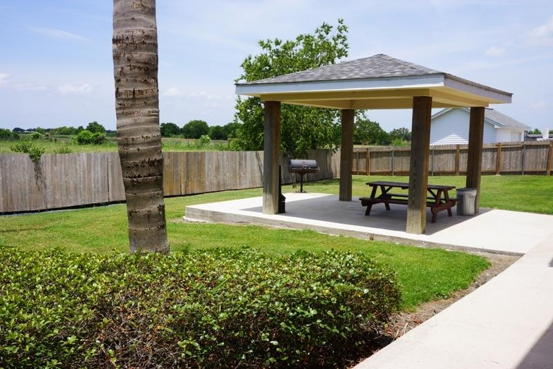 Best Western Isabelle Court - Enjoy a pleasant afternoon at our barbeque area while socializing with family and friends.