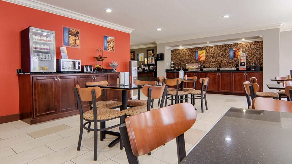 Best Western Isabelle Court - Start each day with a complimentary breakfast; don't forget to try our pancakes and waffles.