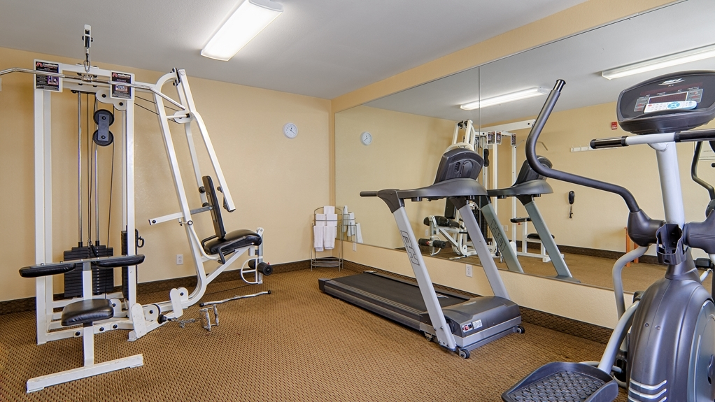 Best Western Isabelle Court - Our 24-hour fitness center will accommodate any schedule.