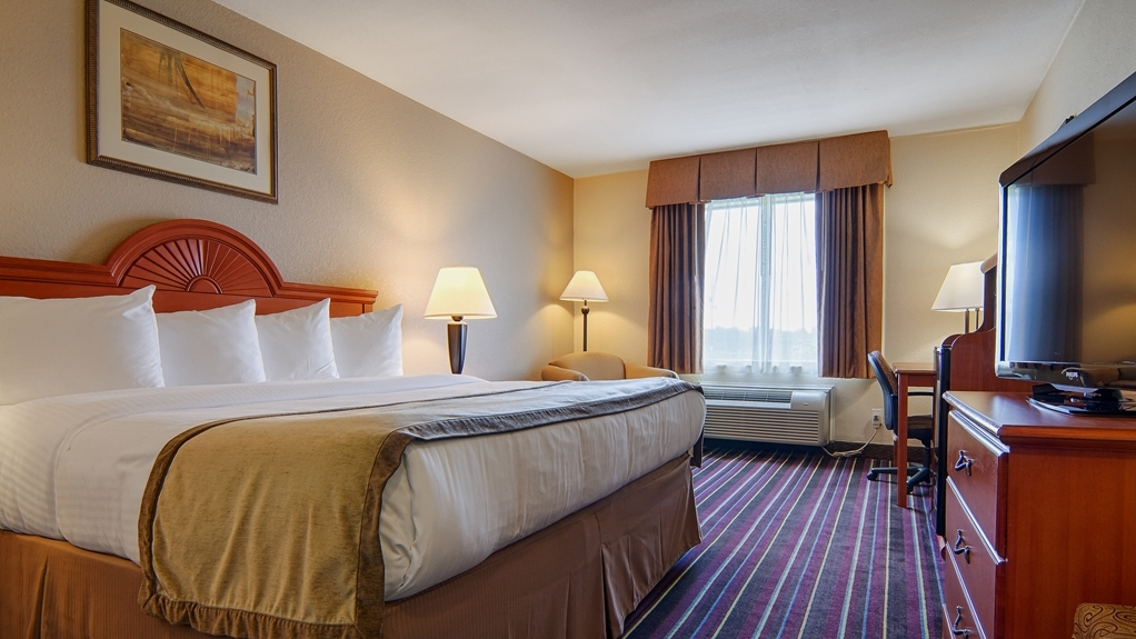 Best Western Isabelle Court - Make yourself at home in our king room.