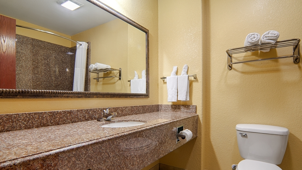 Best Western Isabelle Court - Our guest bathroom provides plenty of counter space for all of your necessities.