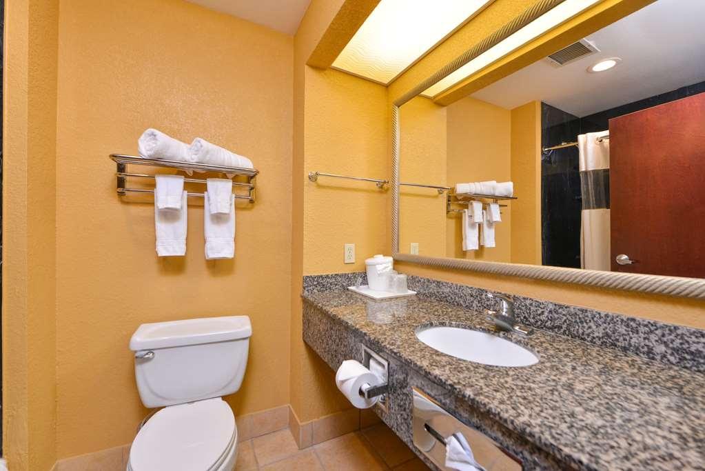 Best Western Plaquemine Inn - Bathroom