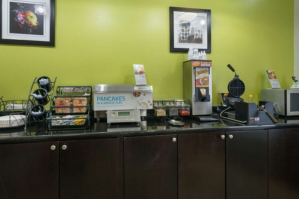 Best Western Plus DeRidder Inn & Suites - Our breakfast is served daily.