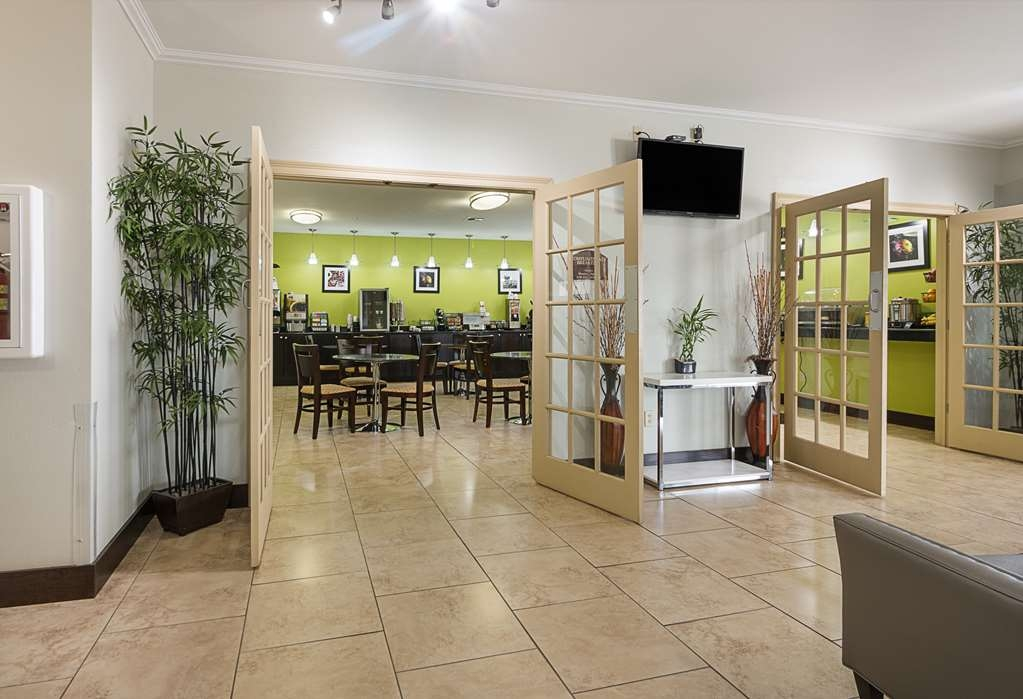 Best Western Plus DeRidder Inn & Suites - Foyer