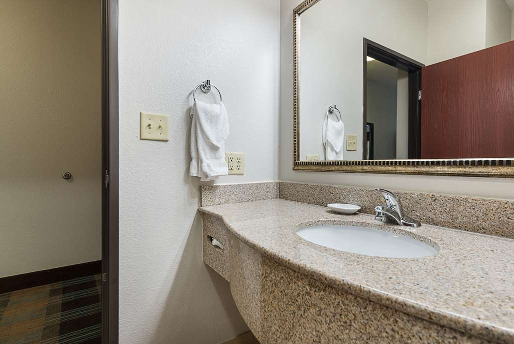Best Western Plus DeRidder Inn & Suites - Guest Room