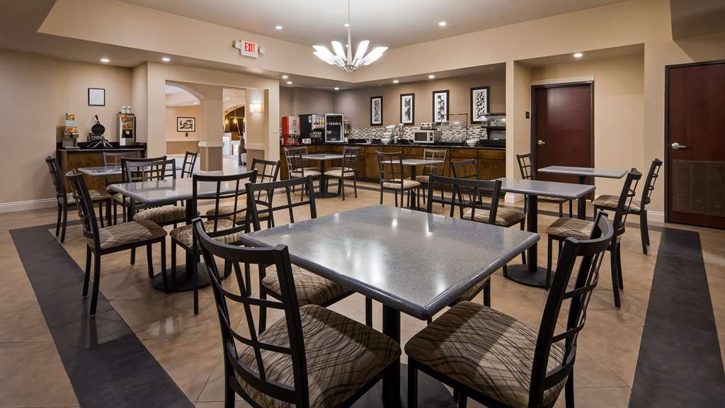 Best Western Abbeville Inn & Suites - Sit down and enjoy the morning news while sipping a delicious cup of coffee.