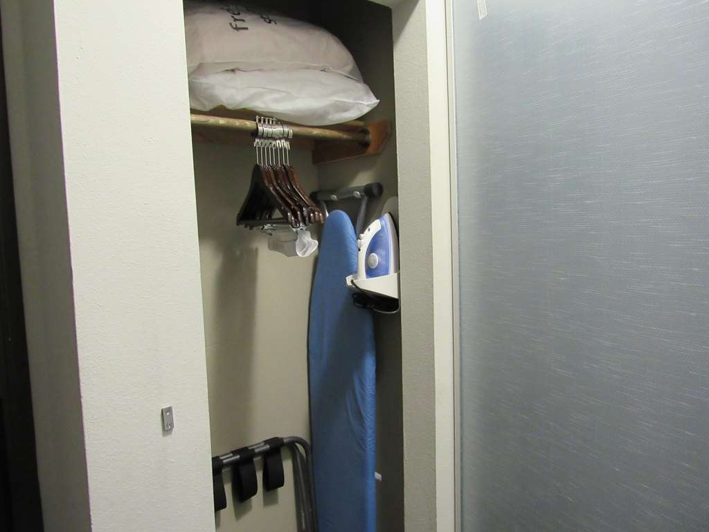 Best Western Abbeville Inn & Suites - Iron and Ironing Board
