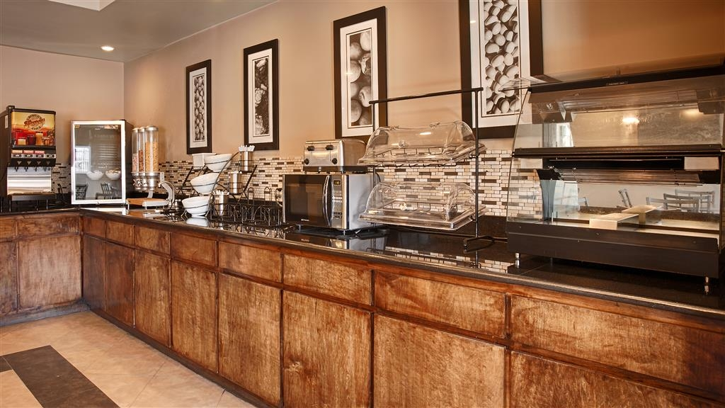 Best Western Abbeville Inn & Suites - Join us every morning for a variety of your favorite morning treats.