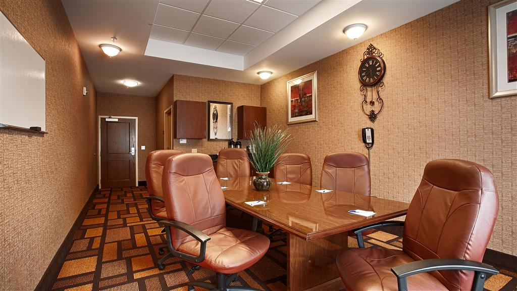 Best Western St. Francisville Hotel - Hold your next business function in our hotel's boardroom, accommodates up to 12 attendees.