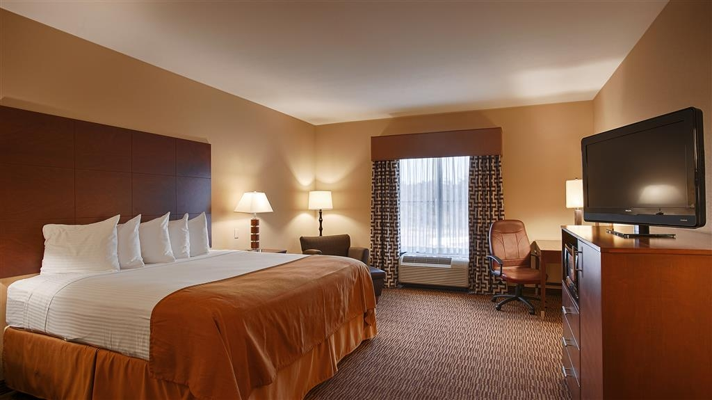 Best Western St. Francisville Hotel - melt away all the stress from the day in our whirlpool.
