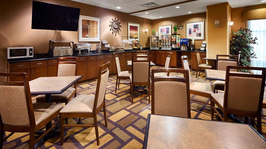 Best Western St. Francisville Hotel - Our complimentary full breakfast includes your choice of breads, cereal, fruit, hot eggs, hot breakfast meat, and other hot items.