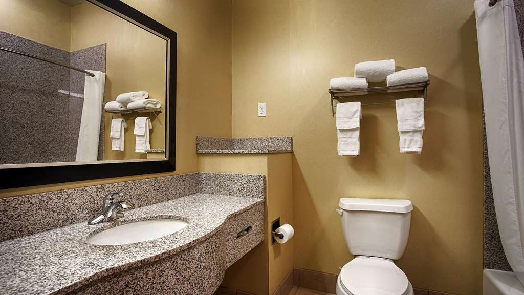 Best Western Plus DeSoto Inn & Suites - We take pride in making everything spotless for your arrival.