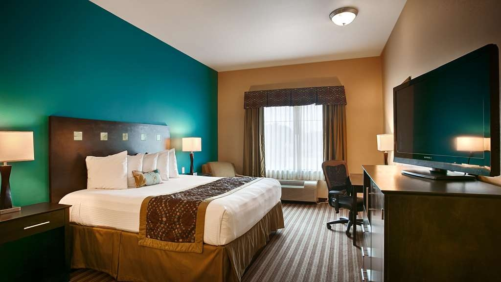Best Western Plus DeSoto Inn & Suites - Indulge yourself in our warm, welcoming and inviting rooms.