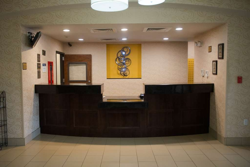 Best Western Plus DeSoto Inn & Suites - empfang