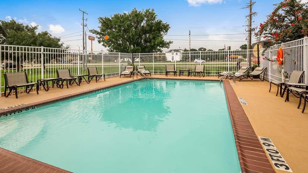 Best Western Lafayette Inn - Vue de la piscine