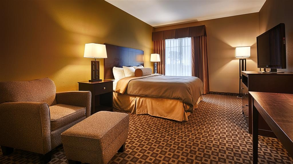 Best Western Plus Chalmette Hotel - Start relaxing in our comfortable king bed guest room.