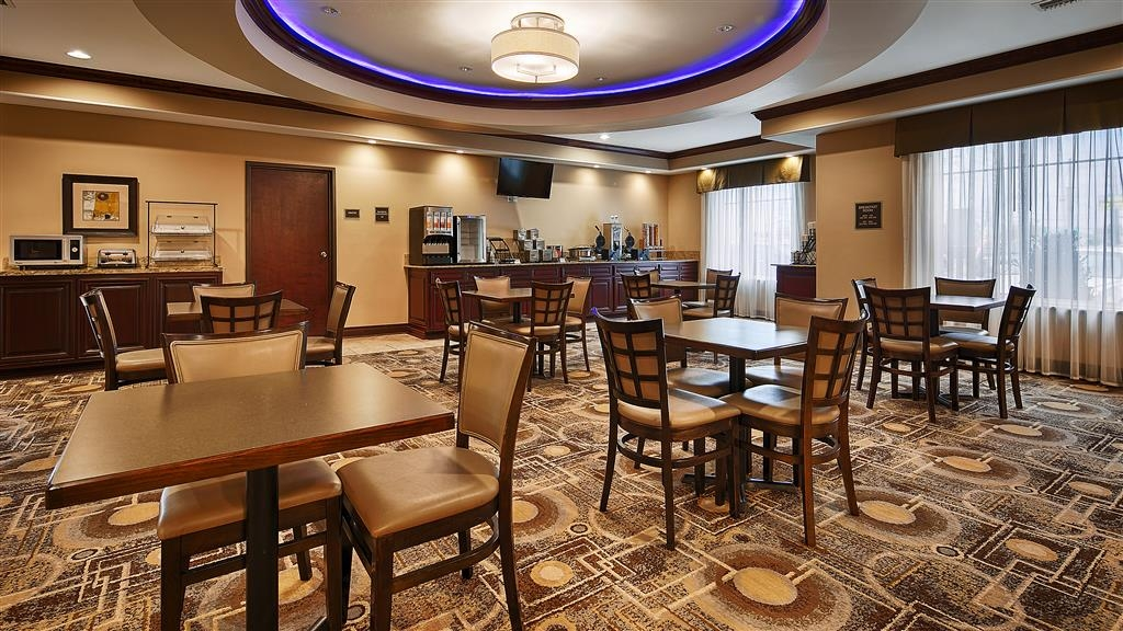 Best Western Plus Chalmette Hotel - Get your morning started right with a full hot breakfast, gluten and non-dairy options are available!