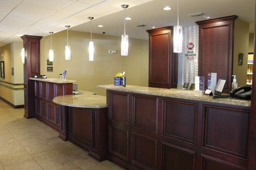 Best Western Plus Chalmette Hotel - Our knowledgeable staff is always available to assist you during your stay.