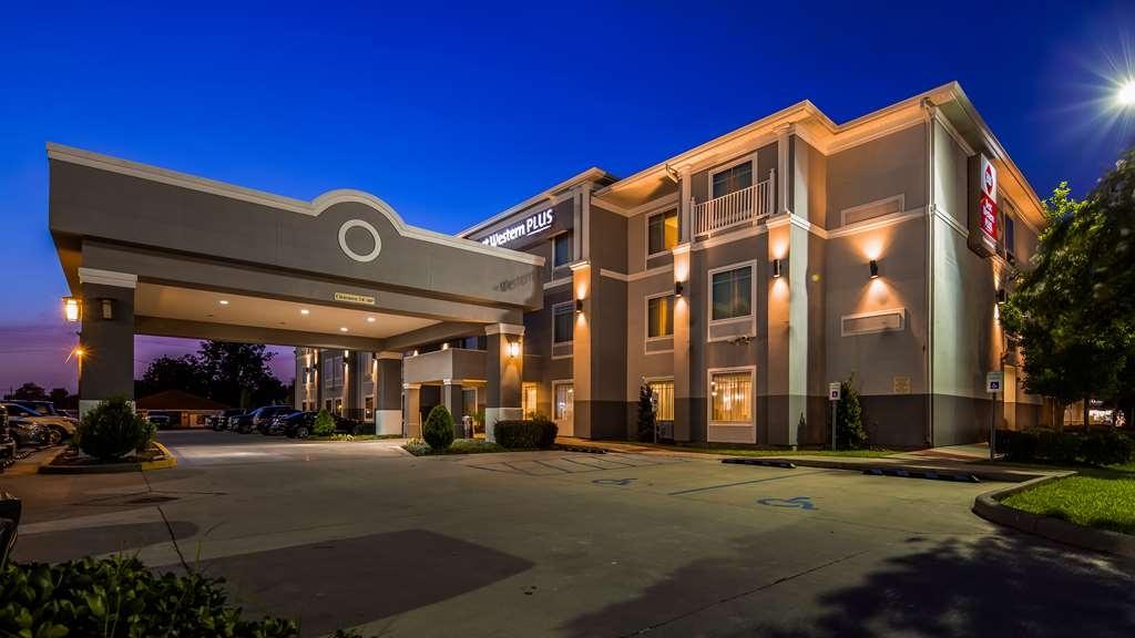 Best Western Plus Chalmette Hotel - Außenansicht