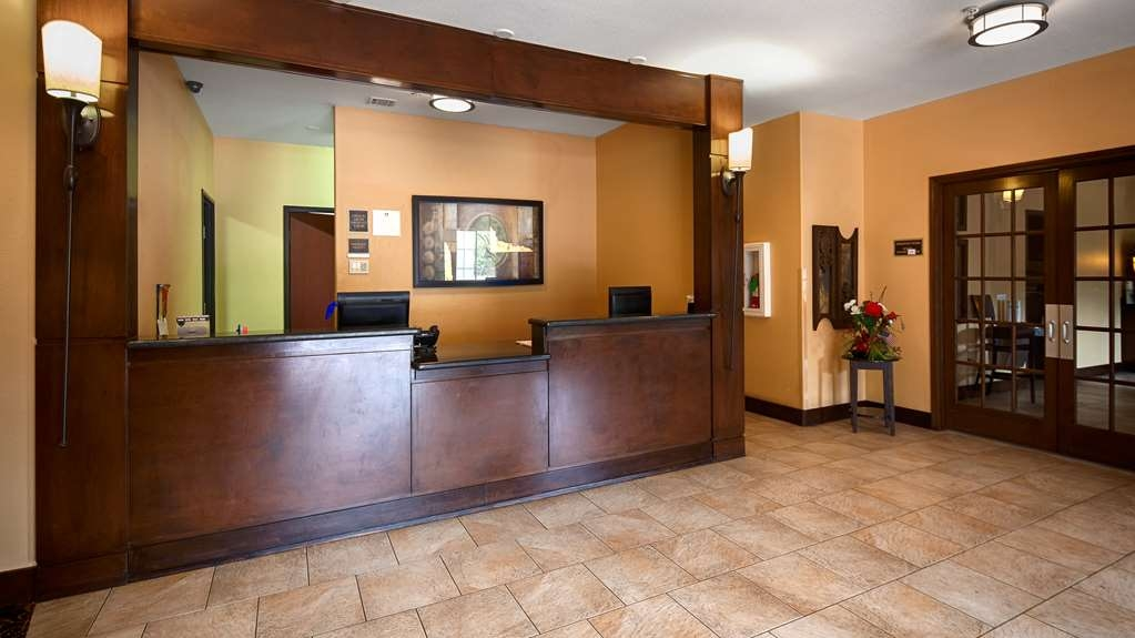Best Western Oakdale Inn - Front Desk
