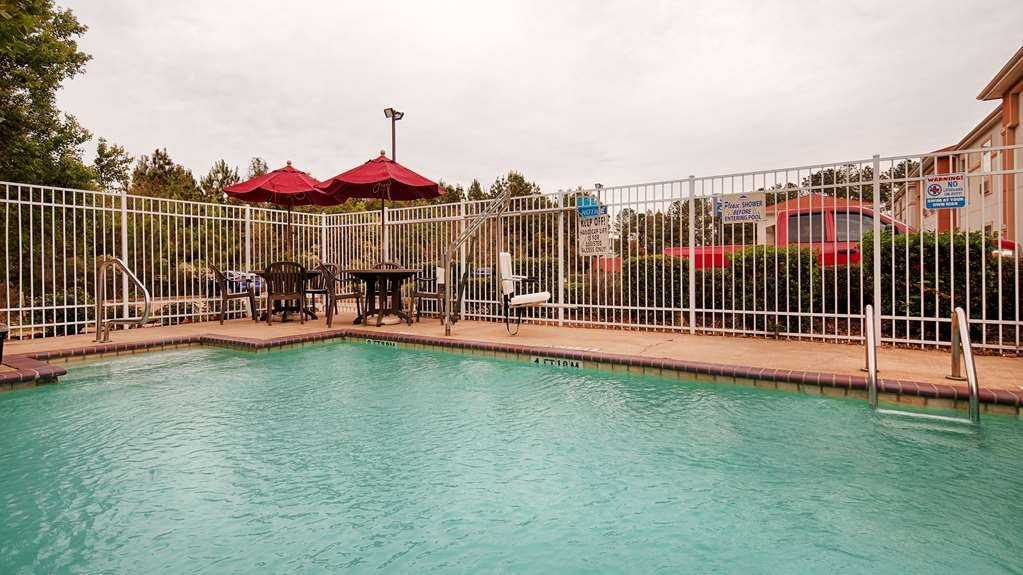 Best Western Oakdale Inn - Swimming Pool