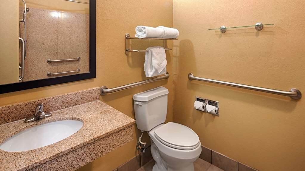 Best Western Oakdale Inn - Accessible Bathroom