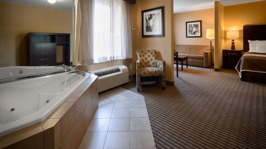 Best Western Oakdale Inn - Suite