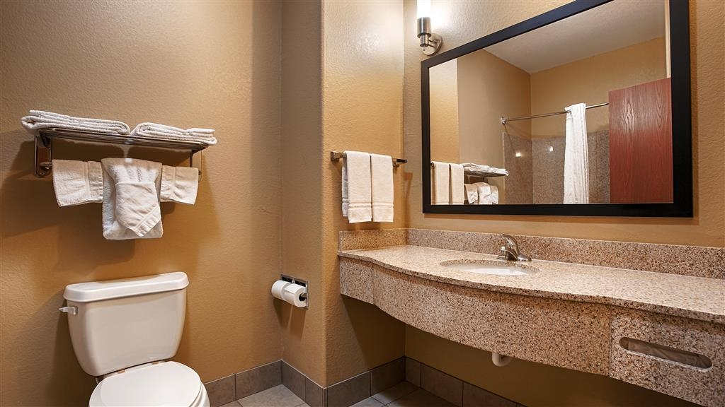 Best Western Oakdale Inn - Guest Bathroom