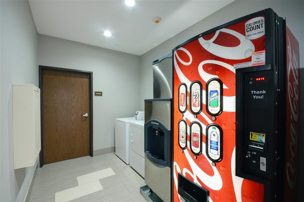 Best Western Casino Inn - Guest Laundry and Vending