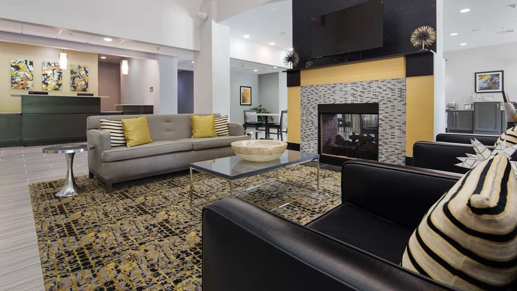 Best Western Plus Regency Park Hotel - First impressions are the most important, and our chic lobby is no exception to that rule.