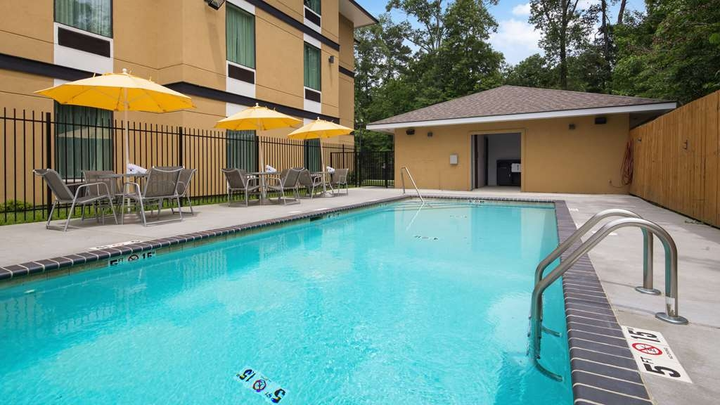 Best Western Plus Regency Park Hotel - The outdoor pool is perfect for swimming laps or taking a quick dip.