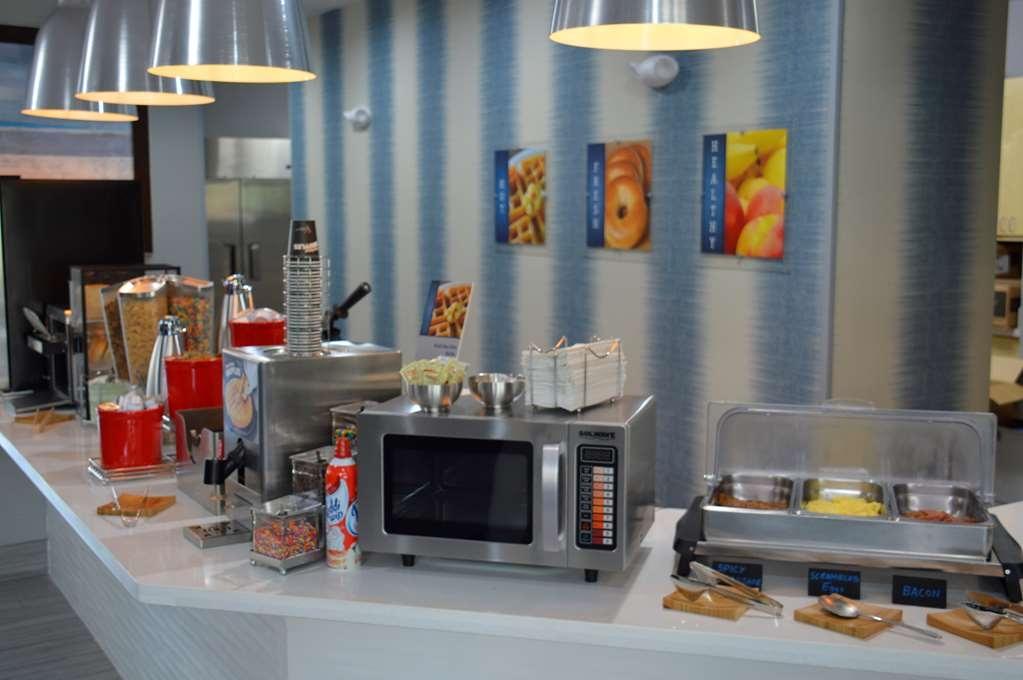 Best Western Plus Airport Inn & Suites - Prima colazione a buffet