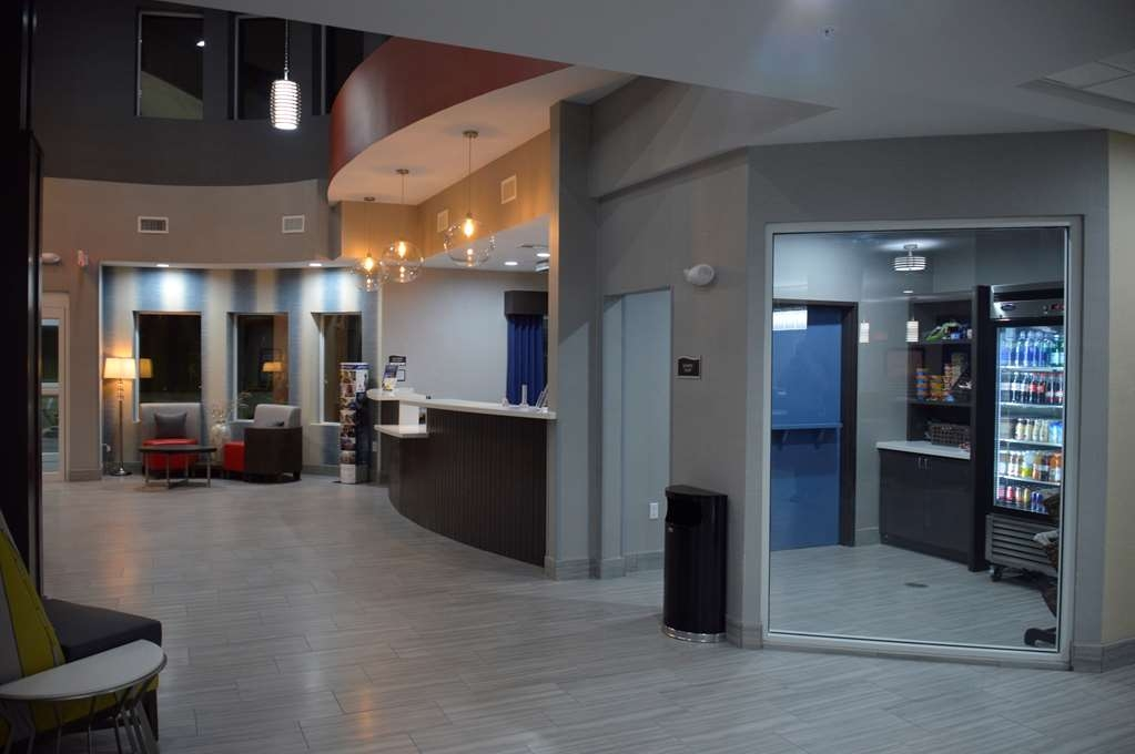 Best Western Plus Airport Inn & Suites - Sundry and Lobby Area