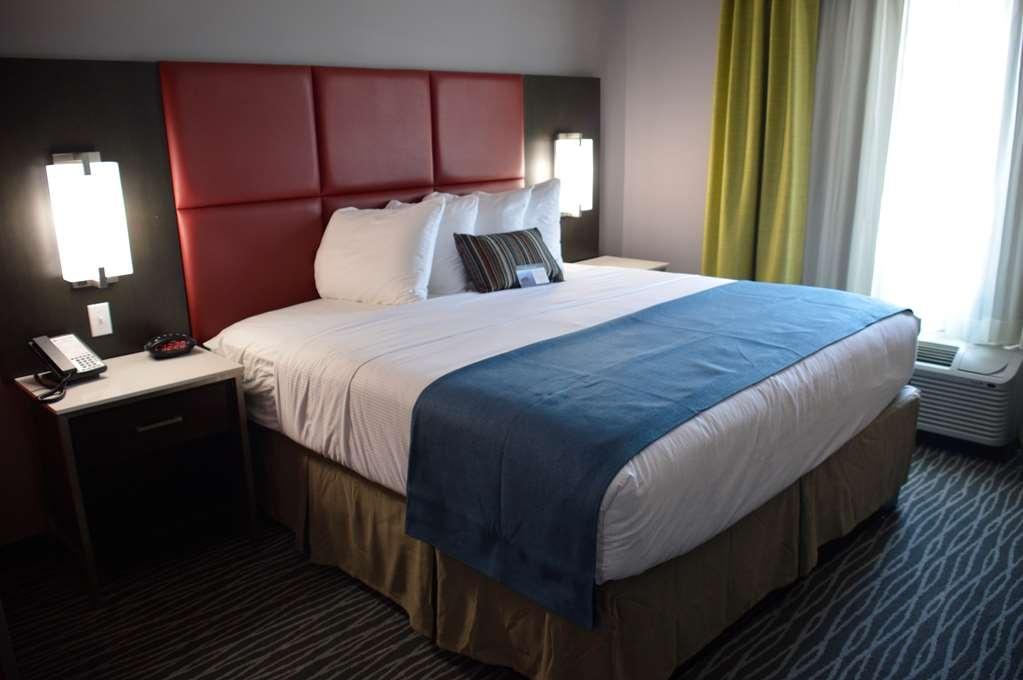 Best Western Plus Airport Inn & Suites - Suite
