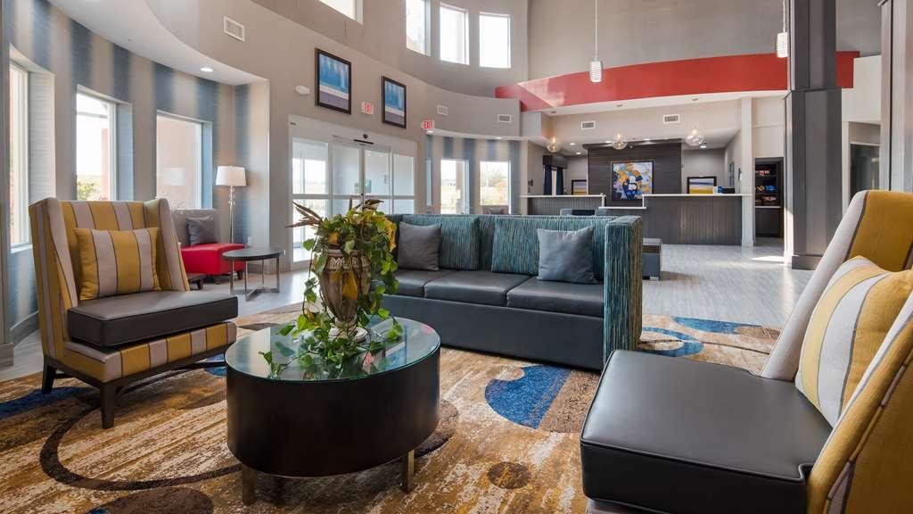 Best Western Plus Airport Inn & Suites - Hall