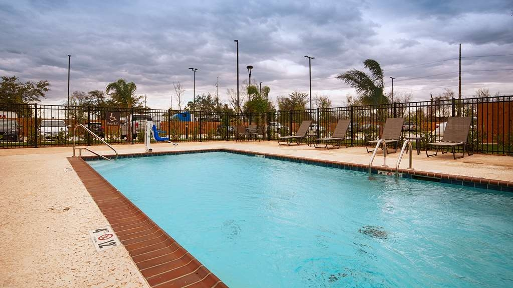 Best Western Plus New Orleans Airport Hotel - Vista de la piscina