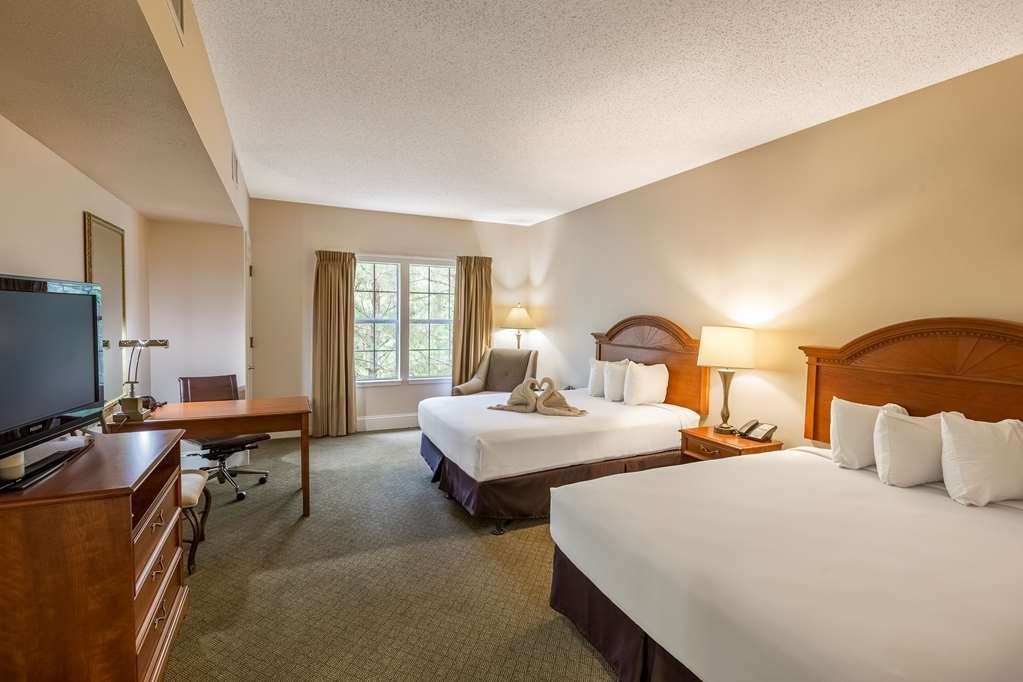 Cypress Bend Resort, BW Premier Collection - Great room for your family with two queen beds in our separate Golf Suites Building.